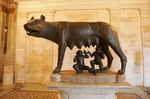 Bronze-Statue-of-the-Founders-of-Rome-with-their-Wolf-Mother-at-the-Capitoline-Museum-1418053816841
